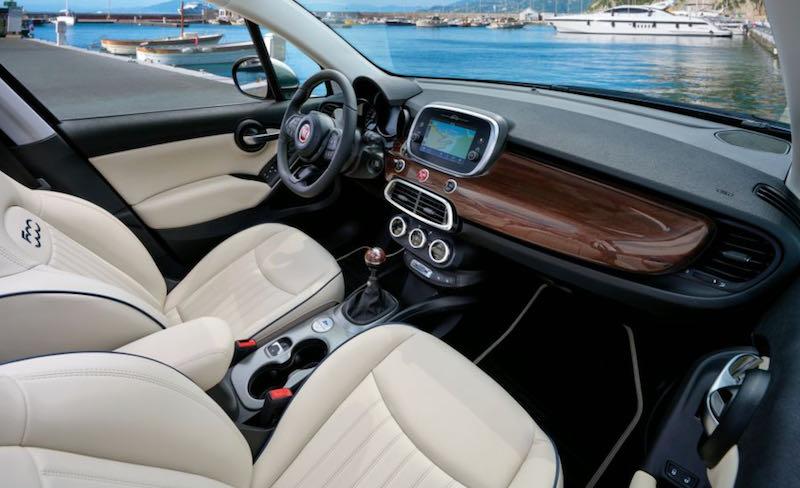 La planche de bord de la Les jantes spécifiques de la Fiat 500X Yachting ''Yacht Club Capri''