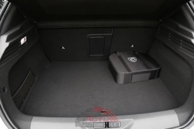 Le volume de coffre est réduit sur les 308 hybrides