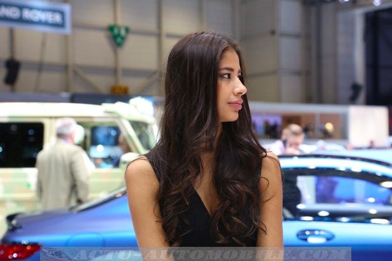 Les h tesses du salon de gen ve 2015 actu automobile for Hotesse dans les salons